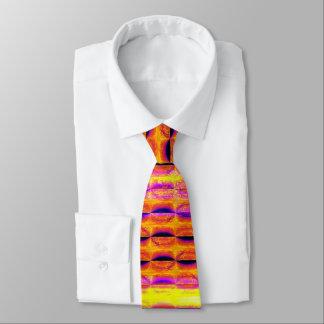 La media luna colorida raya la corbata 2 del