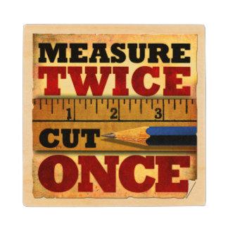 La medida cortó dos veces una vez el práctico de posavasos de arce