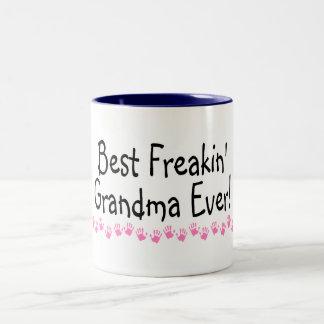 La mejor abuela de Freakin nunca Taza De Dos Tonos