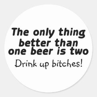 La mejor de una cerveza de la única cosa es dos pegatina redonda
