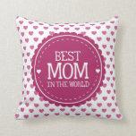La mejor mamá en los corazones y el círculo del almohadas