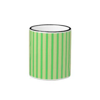 La menta verde femenina raya el modelo taza de dos colores