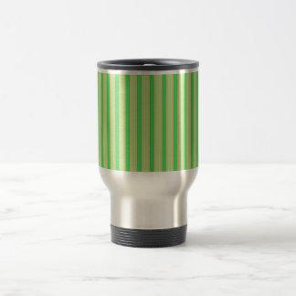 La menta verde femenina raya el modelo taza térmica
