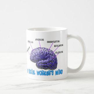 La mente del asistente social del asistente social taza de café
