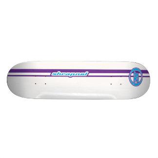 La metralla raya púrpura tabla de patinar