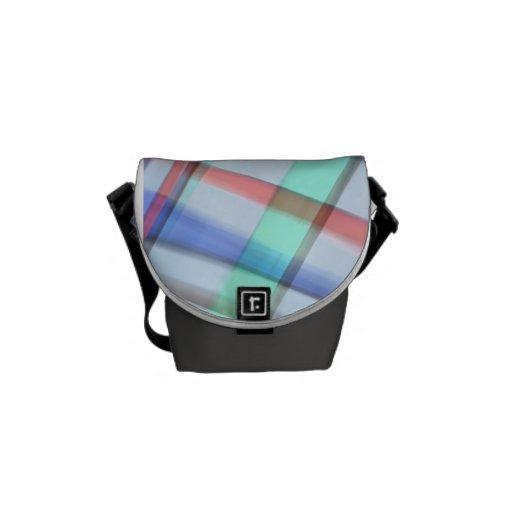 La mini bolsa de mensajero de la tela escocesa en  bolsas de mensajería