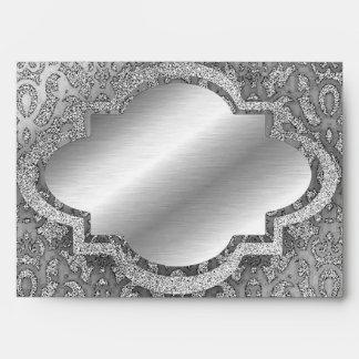 La mirada de la plata metalizada envuelve sobre