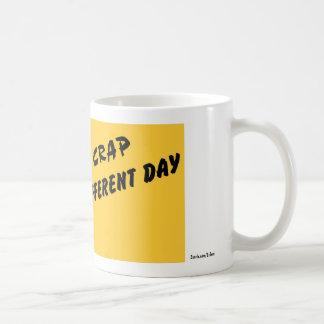 La misma mierda diverso día tazas