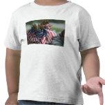 La mochila de un soldado del ejército camiseta