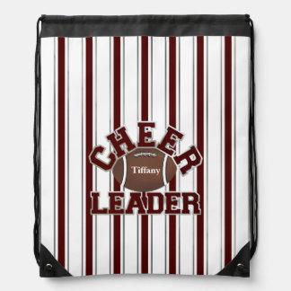 La mochila marrón y blanca de la animadora del laz