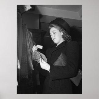 La moda de las mujeres, los años 40 póster