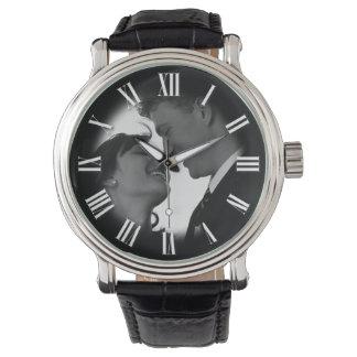 La moda del retrato de boda de los pares se relojes de pulsera