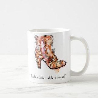 La moda se descolora estilo es eterna taza de café