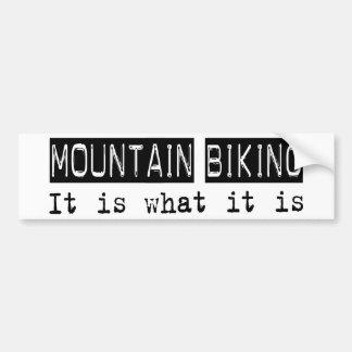 La montaña Biking lo es Etiqueta De Parachoque