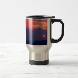 La montaña Mortons de Smokey de la puesta del sol  Taza