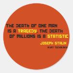 La muerte de un hombre es una tragedia… pegatina