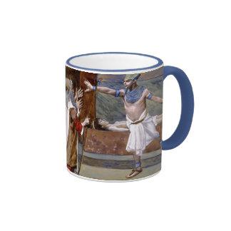 La muerte del hijo del Pharaoh durante la 10ma pla Tazas De Café