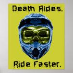 La muerte monta el poster del motocrós de la bici