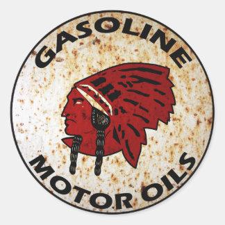 La muestra india roja del vintage de la gasolina pegatina redonda
