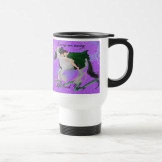 La mujer asalta a caballo taza de café