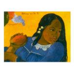 La mujer de Paul Gauguin con un mango (1892) Tarjeta Postal