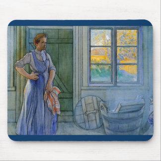La mujer del lavadero que mira el lavadero tapetes de ratón