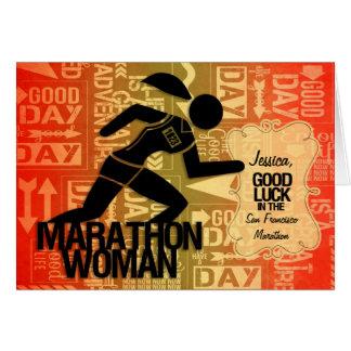 La mujer del maratón de la buena suerte se diviert tarjeta de felicitación