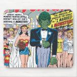 La Mujer Maravilla casó a un monstruo Alfombrillas De Ratón