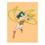 La Mujer Maravilla sostiene el lazo 1 Postales