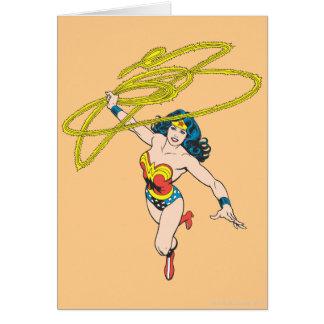 La Mujer Maravilla sostiene el lazo 2 Tarjeta De Felicitación