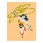 La Mujer Maravilla sostiene el lazo 2 Tarjeta Postal