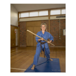 La mujer que se realiza Ken-Hace-Kai karate, Póster