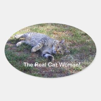 La mujer real del gato pegatina ovalada