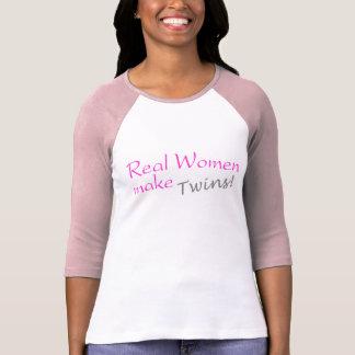 La mujer real hace a los gemelos (el rosa) remeras
