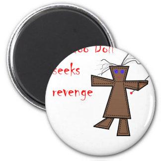 La muñeca del vudú busca venganza imán redondo 5 cm
