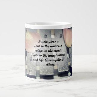 La música da diseño del rosa de las campanas del a tazas jumbo