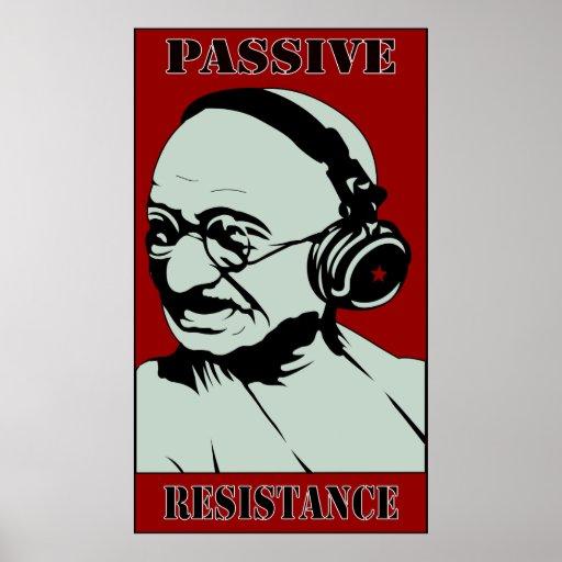 La música de Gandhi nos ahorra poster