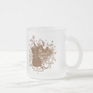 La música del fall de las palabras habla al músico taza de café