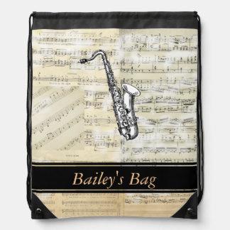 La música del saxofón personalizó la mochila del l