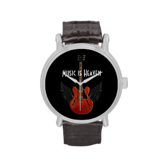 La música es el reloj de los hombres del asilo con