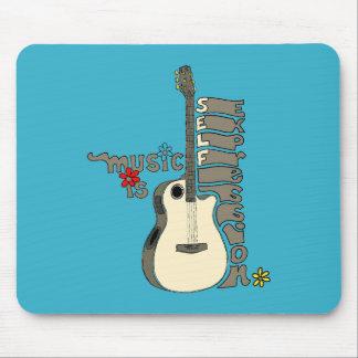 La música es guitarra de la expresión del uno mism tapete de raton