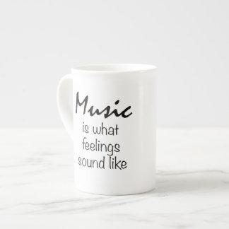 La música es lo que suena la sensación como la taza de porcelana