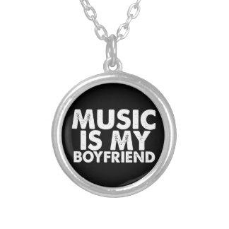 La música es mi novio colgante redondo