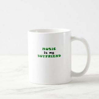 La música es mi novio taza básica blanca