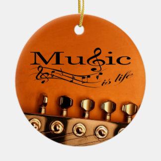 La música es vida con la cabeza de la máquina de adorno navideño redondo de cerámica
