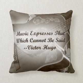 La música expresa ese decir de la foto de la guita almohadas