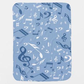 La música observa el azul al azar y el blanco del manta de bebé