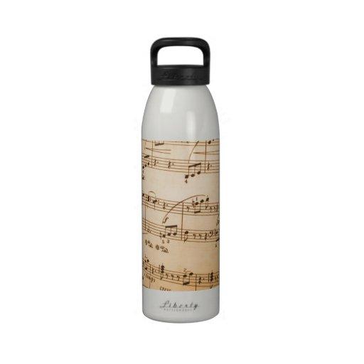 La música observa el fondo botellas de agua reutilizables
