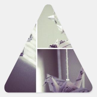 La música observa el móvil de la grúa de Origami Calcomania Trianguloada