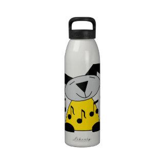 La música observa el perrito botellas de agua reutilizables